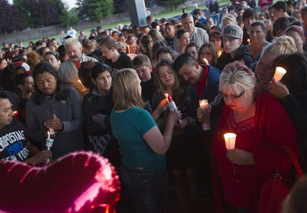 Friends, family and well-wishers hold candles for Emilio Hoffman, the victim of today's school shooting at a vigil on June 10, 2014 in Troutdale, Oregon. (Natalie Behring / Getty Images / AFP)