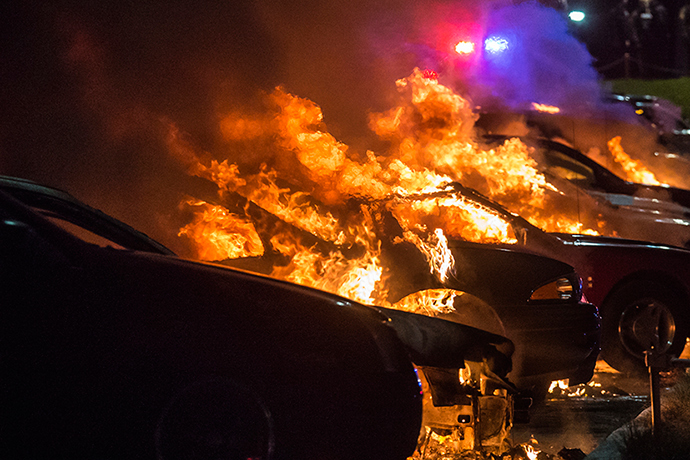 Vehicles at a car dealership are set afire in Ferguson, Missouri early morning November 25, 2014 (Reuters / Adrees Latif)