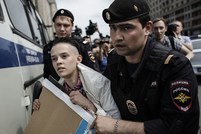 Police apprehend a participant of an unauthorized rally held by gay activists outside the building of the Russian parliament in Moscow.(RIA Novosti / Andrey Stenin)