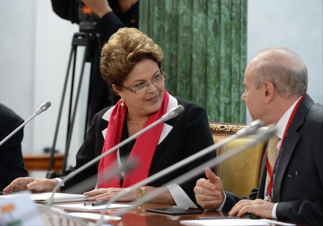 President Dilma Rousseff (L) speaks before the BRICS summit in Saint Petersburg in the sidelines of the G20 summit on September 5, 2013.(AFP Photo / G20RUSSIA)
