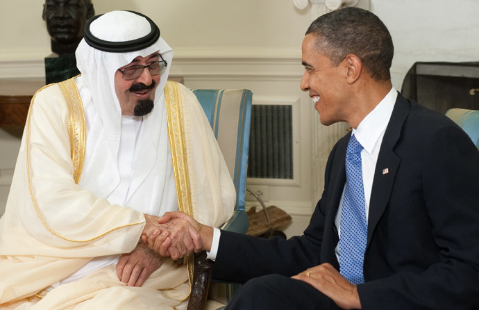 US President Barack Obama shakes hands with King Abdullah bin Abdulaziz Al Saud of Saudi Arabia (AFP Photo / Saul Loeb)