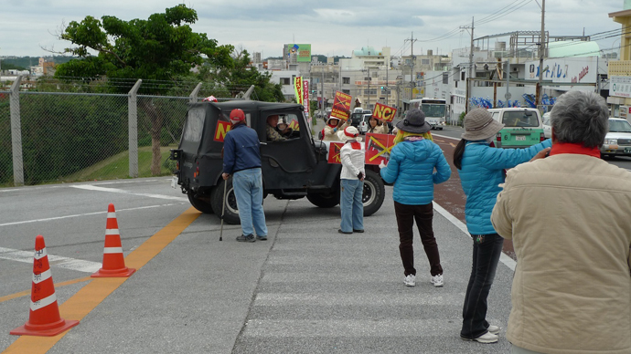 Protesters besieging US air force Jeep at Futenme Base.(Photo by Andre Vltchek)