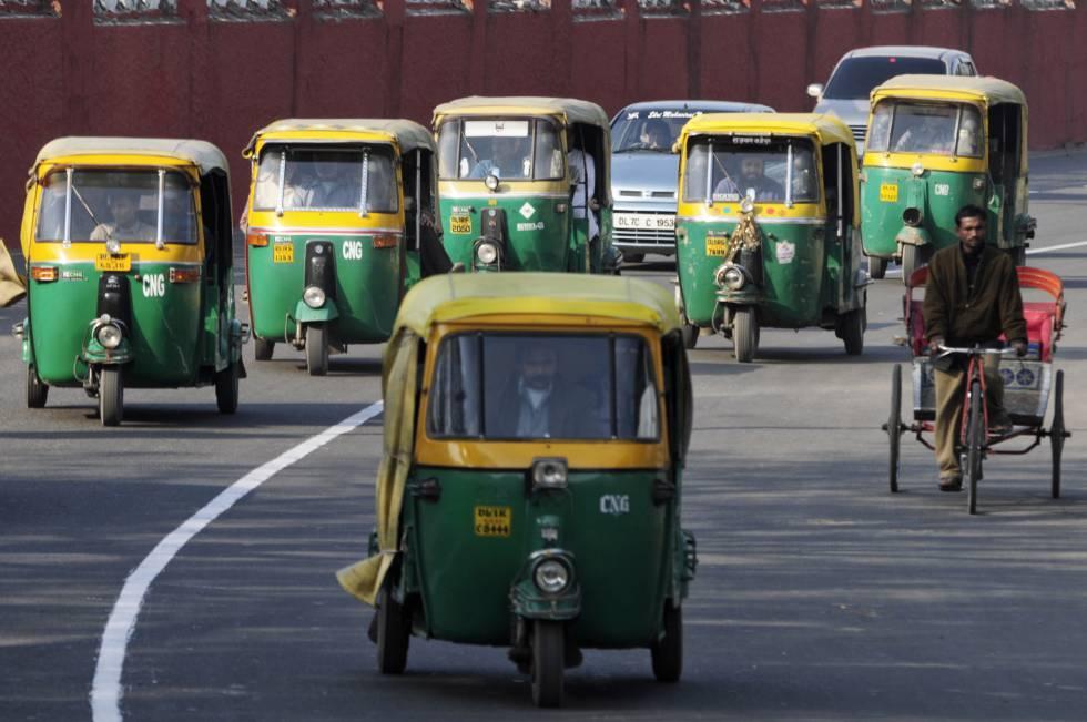 Ola gestiona también viajes de 'autorickshaw', uno de los vehículos más utilizados como transporte público en India. En la imagen, Delhi.
