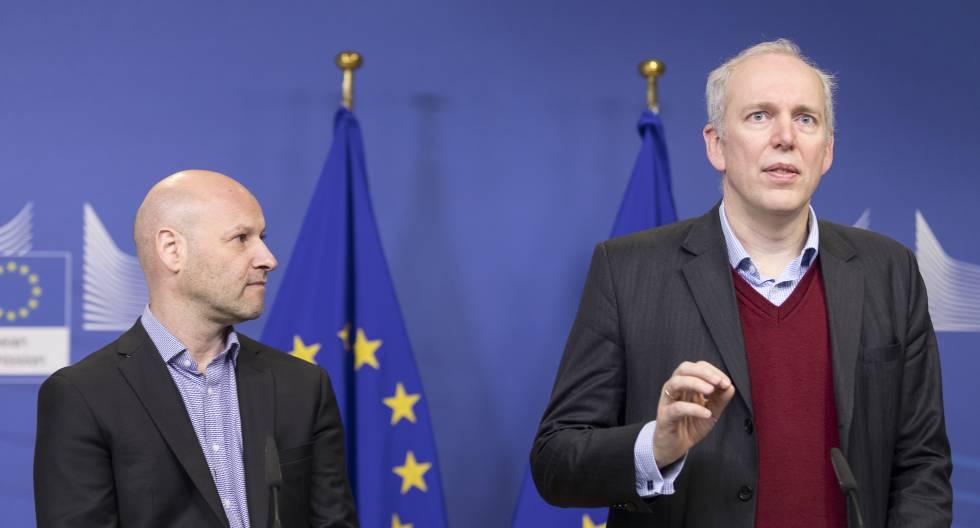 El CEO de ConsenSys y Ethereum, Joseph Lubin (izq.) y el miembro de la Comisión de Asuntos Monetarios del Parlamento Europeo, Jakob von Weizsacker, durante una conferencia de prensa el 1 de febrero.
