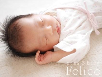 生後3週間の新生児ベビー