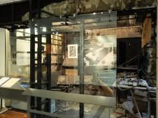 Bureau calciné laissé en l'état dans le musée