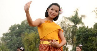 thailand-girl-in-traditional-dress