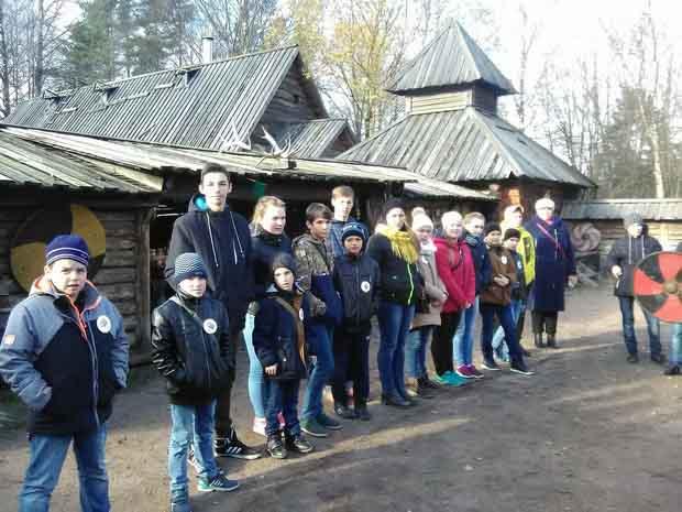 Четыре тысячи школьников Ленобласти ближе познакомились с родным краем при поддержке Правительства региона
