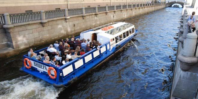 Турпоток на реках и каналах Петербурга снизился на 8,2%