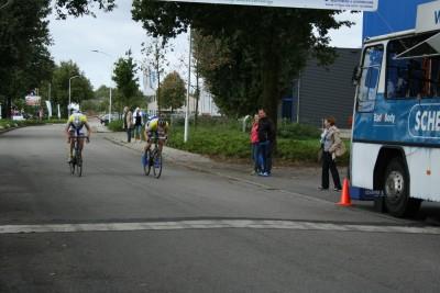 Berentshot(rechts) wint nipt voor Hendriksen
