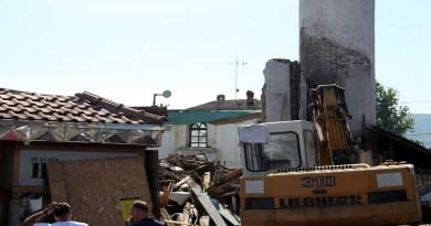 Nastavljeno rušenje Arap džamije, delovi bogomolje na ulici