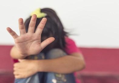 PREDATOR IZ TESLIĆA NA SLOBODI: Preko 4 Fejsbuk profila mamio decu i terao ih da se slikaju bez odeće