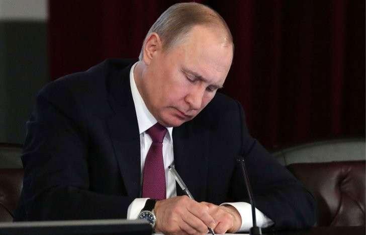 Владимир Путин приступил к решающей стадии отрыва России от долларовой системы