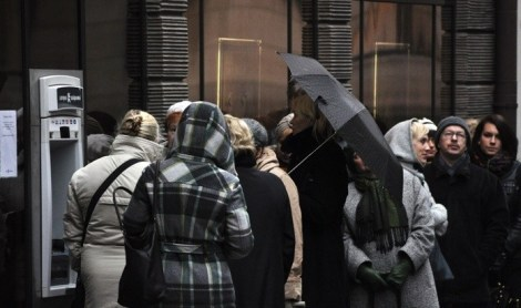 Латвия: очереди перед банками