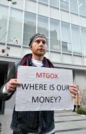 25 февраля, 2014 Крах крупнейшей биткоин-биржи MtGox Биржа MtGox была вынуждена подать заявление о банкротстве после того, как хакеры похитили у нее 850 тыс. биткоинов. Закрытие MtGox обрушило цену на биткоины с $1000 до $550.