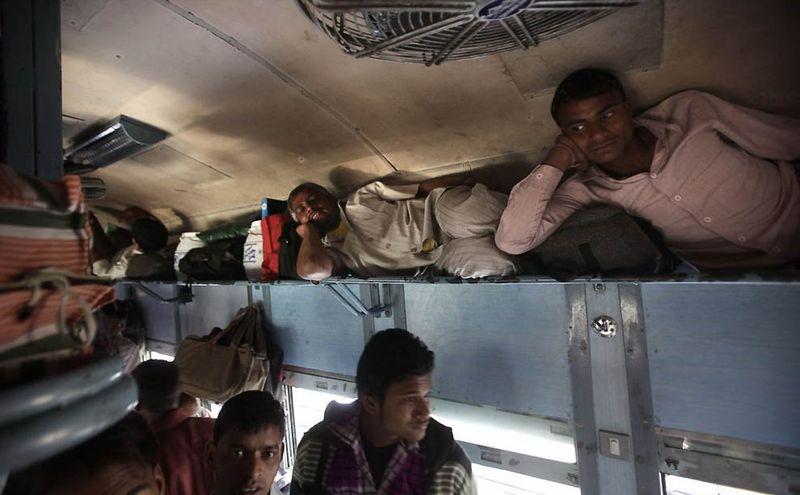 Индийская железная дорога – перегруженный гигант в действии (11 фото)