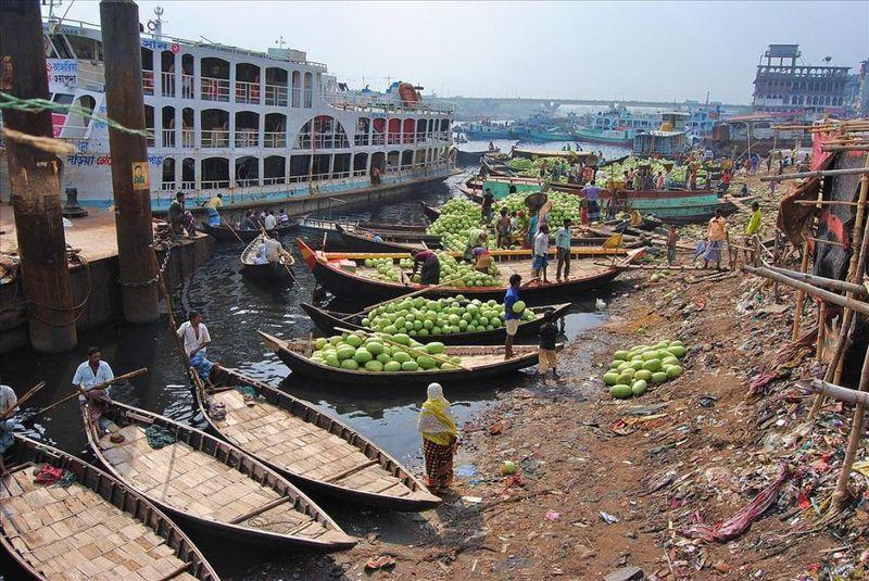 Дакка: жизнь на реке как адский ад (Бангладеш) (29 фото)