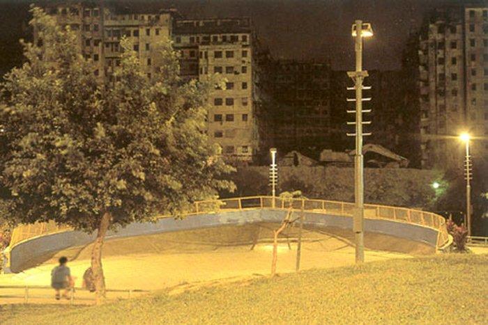 Начало 1990-х. Всё готово к сносу города (фото с сайта twenty4.co.uk).