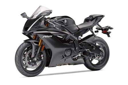 2017-yamaha-yzf-r6-low-res-03