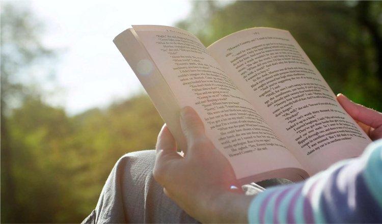 7 Manfaat Membaca Buku