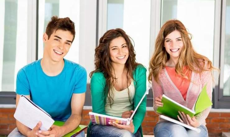Manfaat Kuliah Sambil Bekerja Bagi Mahasiswa