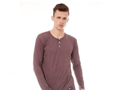 Simple! Ini Dia 5 Model Kaos Yang Wajib Ada di Lemari Para Pria!