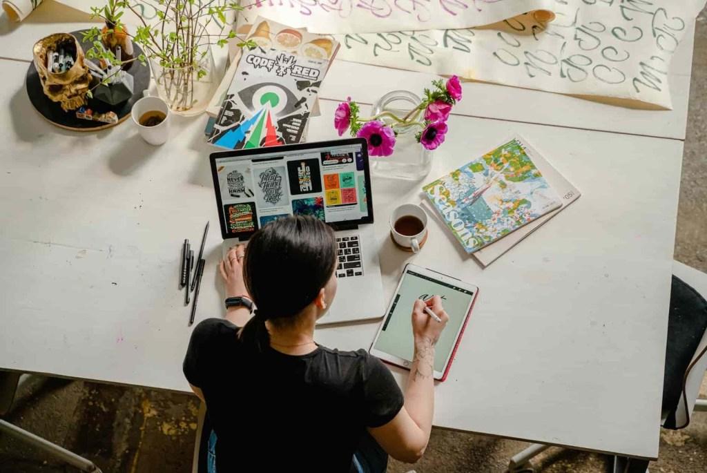 Spek laptop untuk jurusan  desain