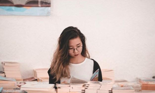 Hobi Membaca? Ini 7 Jurusan yang Cocok untuk Kamu !