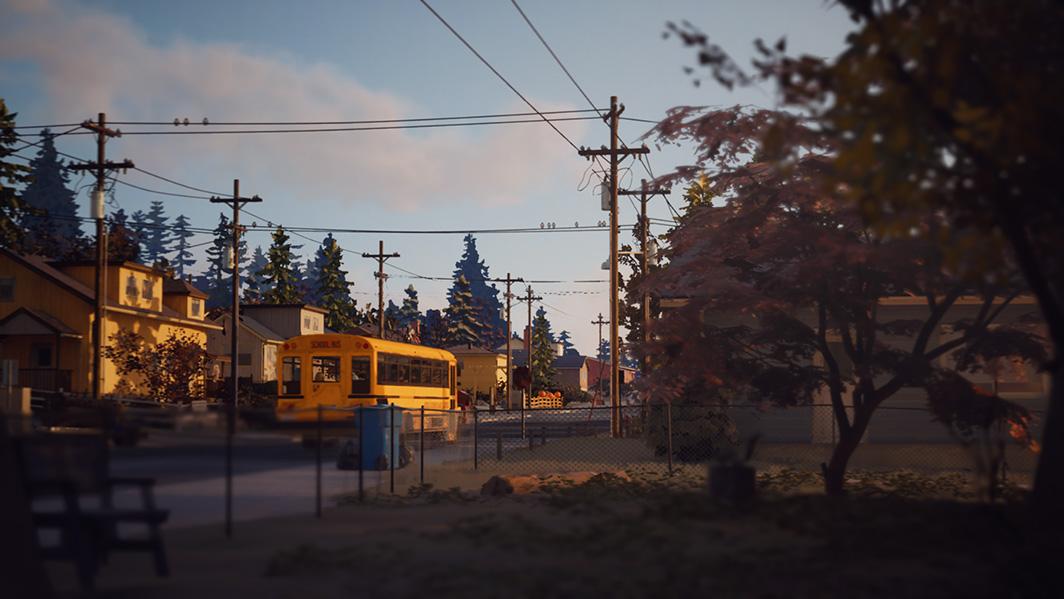 Screenshot do Life Is Strange 2. Um autocarro escolar pára no meio de uma rua. O céu está a escurecer, indicando que é o fim da tarde. árvores bloqueiam o lado direito da imagem.
