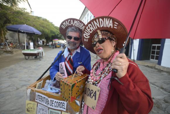 O casal de cordelistas Fernando Rocha e Marinalva Bezerra vem da Paraíba para o evento há nove anos para vender livros de literatura de cordel (Tomaz Silva/Agência Brasil)