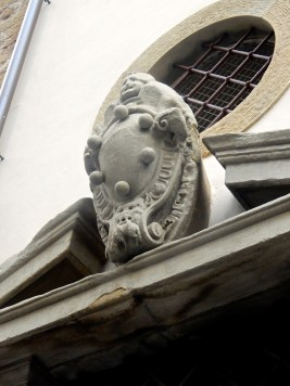 The crest of the Medici family, found throughout Florence (too much history on them, get thee to a library for more info)