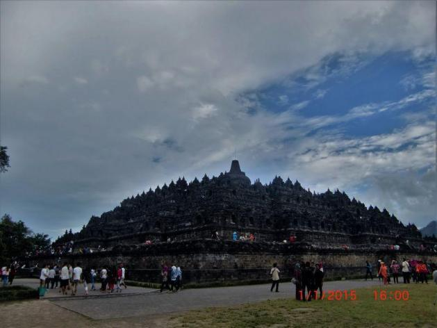 Candi Borobudur di sore hari pertama tahun baru 2015