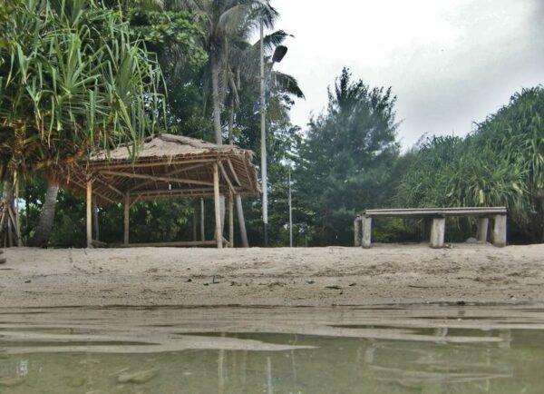 Kalau malam lokasi pantai kresek juga sering digunakan untuk acara BBQ para wisatawan