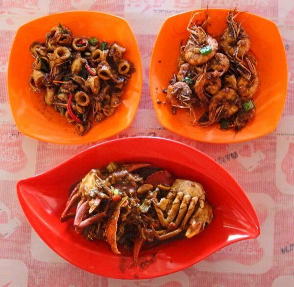 Makan seafood di teluk penyu selain murah juga enak