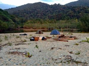 Camping auf einer einsamen Insel zwischen Thailand und Malaysia