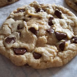CHOCOLATE CHIP COOKIE (IT'S BIG!)