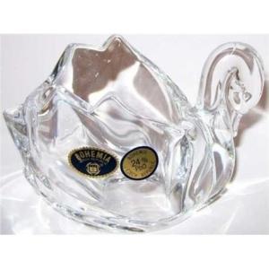 Kryształowa figurka o kształcie łabędzia.