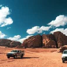 wadi-rum-wycieczka-jeepami