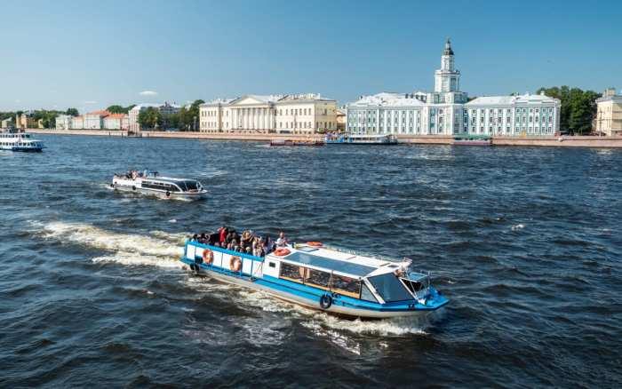 Petersburg-co-zobaczyć-wenecja-północy