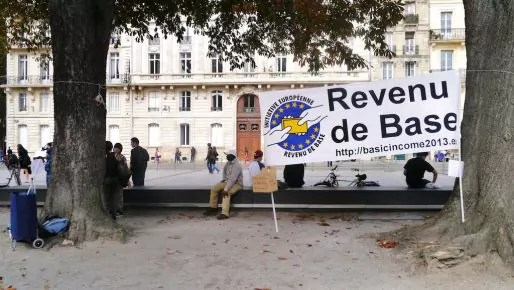 Banderole à Bordeaux lors de l'Initiative européenne pour le revenu de base, en 2013 (MRB/flickr/CC)