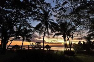 Fidschi abends am Meer