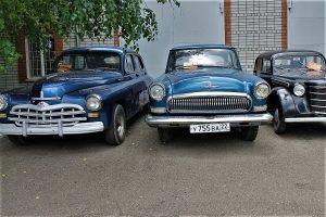 Vintage cars in the Park Hotel Diamond in Rubsovsk