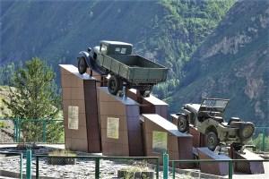Denkmal für die Erbauer des Tschuiski Trakts