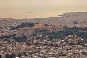 Blick vom Lykabettus Hügel auf die Akropolis