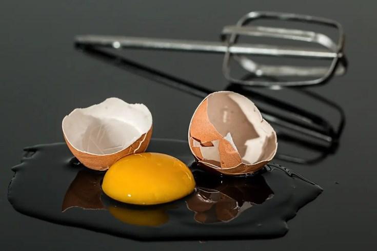 מסכה ביתית למתיחת פנים על בסיס ביצה
