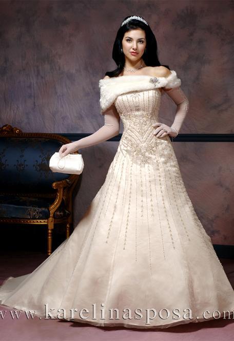 Winter Wedding Fur Wrap Idea