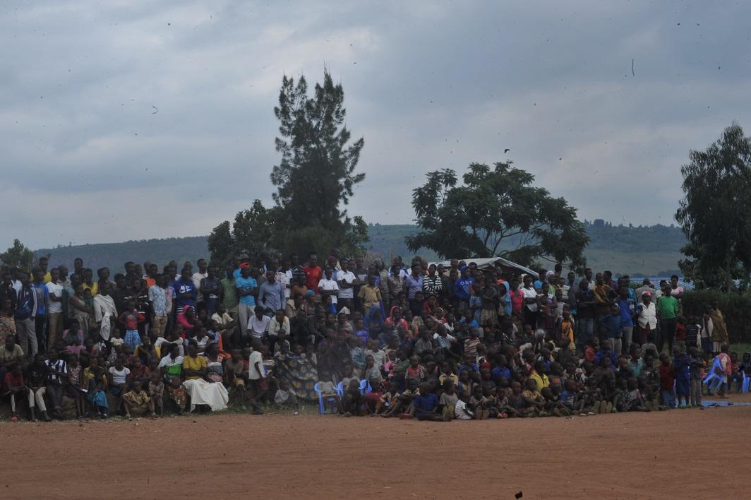 Kagame aho gukemura ibibazo impunzi ziri ku butaka bw'u Rwanda zifite ahubwo arimo gushoza intambara hirya no hino ngo ziyongere. Dore ko ubucuruzi bw'impunzi yabushyize imbere!!!