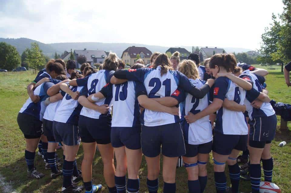 rugby leuven dames team huddle