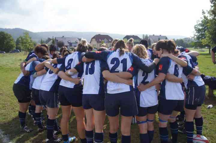 rugby leuven dames team huddle
