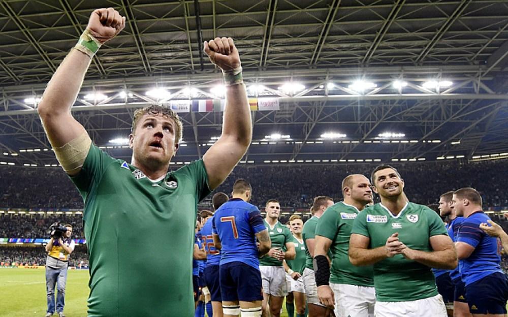 Ireland's number 8 Jamie Heaslip (L) cel